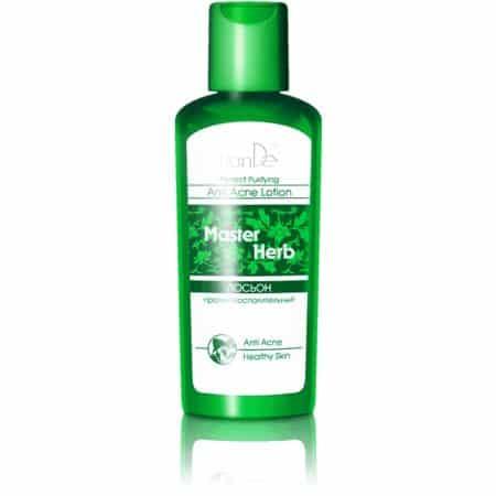 Revigorează, tonifiază pielea și are o acțiune astringentă. Îndepărtează excesul de sebum. Extractele de plante calmează pielea și ajută la îndepărtarea roșeții și inflamațiilor. Extractul din frunze de aloe calmează, înmoaie și hidratează pielea, stimulează regenerarea, îmbunătățește elasticitatea, șterge liniile fine și are proprietăți antibacteriene. Extractul de frunze salvie conține o mulțime de vitamine, accelerează regenerarea celulară și are un efect tonic. Extractul de caprifoi japonez tonifică pielea, strânge porii și normalizează activitatea glandelor sebacee. Alantoina are efect de regenerare, înmoaie și calmează tenul, protejându-l de impactul negativ al factorilor externi. Extractul de mușetel crește imunitatea și are efect antialergic și antibacterian. Extractul de lemn dulce încetinește procesele de îmbătrânire, previne hiperpigmentarea, înmoaie, reduce duritatea și denivelările tenului. În tratamentul acneei se folosește în combinație cu celelalte produse ale gamei Master Herb.