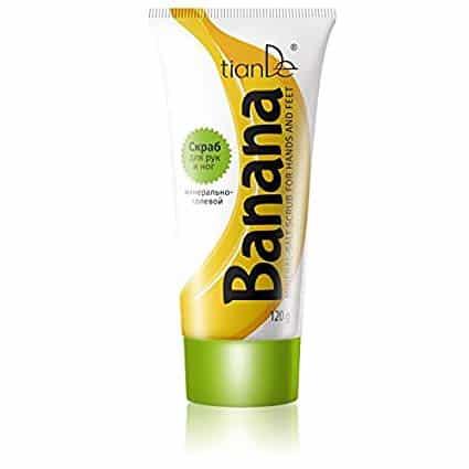 Acest scrub delicat pe bază de sare oferă o curățare profundă și o reînnoire pentru piele, exfoliază celulele moarte, face pielea moale. Elimina bariera celulelor moarte ale pielii si dubleaza impartasirea urmatoarelor produse de ingrijire a pielii. Înafara mâinilor și picioarelor moi și fine pe care vi le face acest scrub, aroma dulce și plăcută de banană vă produce și o stare de spirit pozitivă. În compoziția sa găsim mai mult de 50% sare de mare care conține sodiu, potasiu, calciu, brom, iod, magneziu și alte micro- și macroelemente necesare pentru celulele pielii. Stimulează circulația sanguină, crește regenerarea celulară și vindecă iritațiile. Utilizare: Aplicați o cantitate mică de sare pe pielea umedăși masați cu mișcări delicate. Se clătește cu apă.